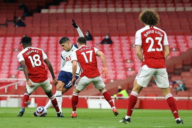 Arsenal 2-1 Tottenham: Lamela lập siêu phẩm Rabona và bị đuổi - 1
