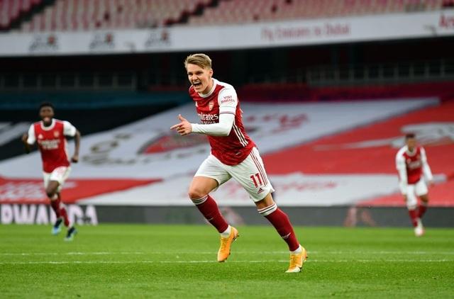 Arsenal 2-1 Tottenham: Lamela lập siêu phẩm Rabona và bị đuổi - 8