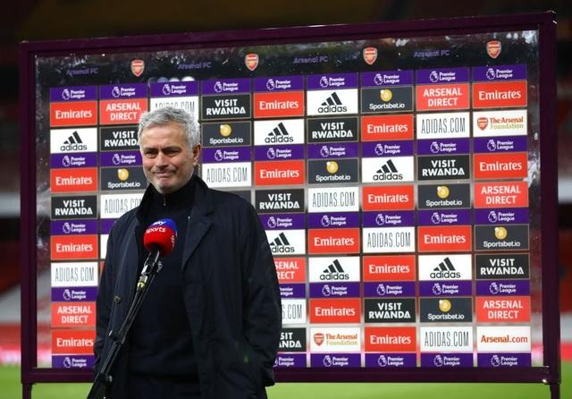 Mourinho mắng học trò vô hình trước Arsenal - 1