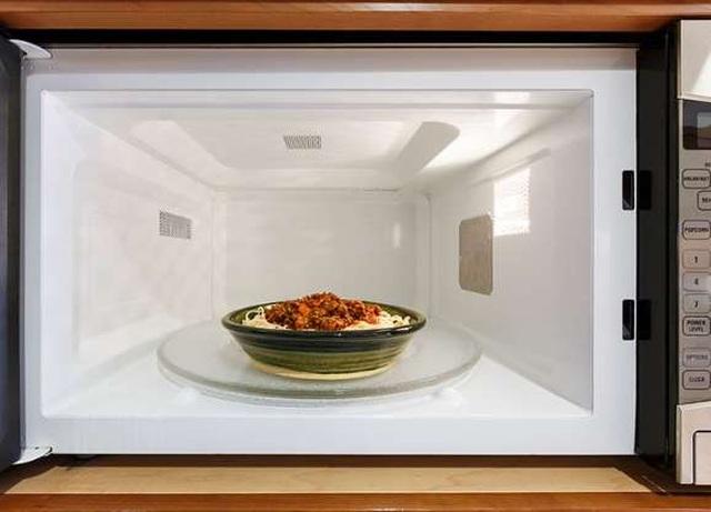 7 thực phẩm đừng bao giờ dùng lò vi sóng - 1