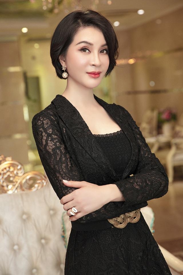 MC Thanh Mai trẻ trung bất ngờ với mái tóc ngắn - 5
