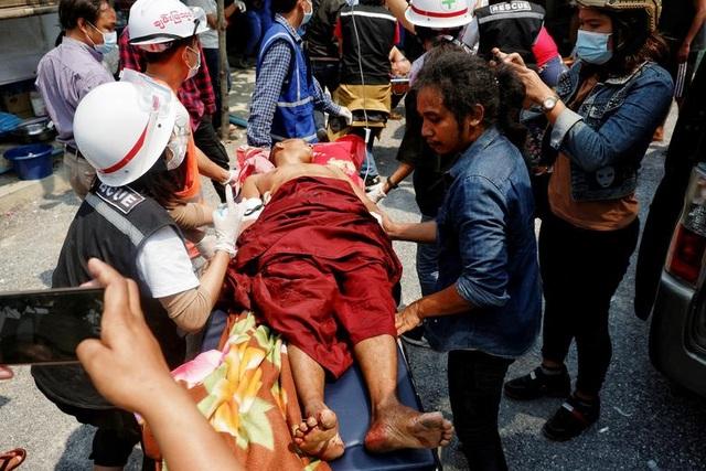 Hơn 100 người thiệt mạng trong ngày biểu tình đẫm máu ở Myanmar - 1