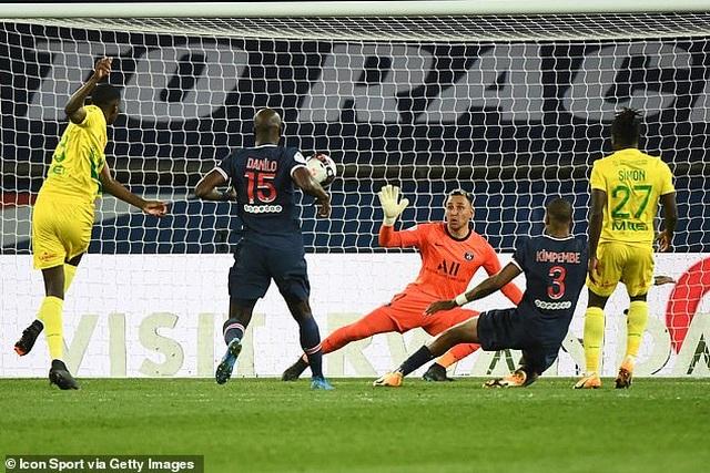 Mbappe mắc sai lầm khiến PSG bại trận - 2