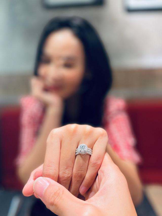 Quán quân Bolero 2018 Trần Mỹ Ngọc khoe nhẫn đính hôn tiền tỷ - 1