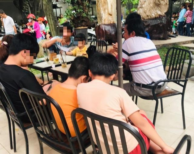 Giật mình trẻ lao vào đấm bạn của mẹ vì chê... chị Thơ Nguyễn - 3