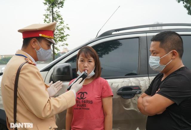 Theo chân CSGT bắt hàng loạt ma men chạy xe gắn máy trên đường phố Hà Nội - 5