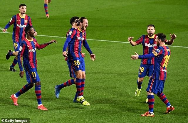 Messi lập cú đúp, Barcelona bám đuổi quyết liệt Atletico - 9