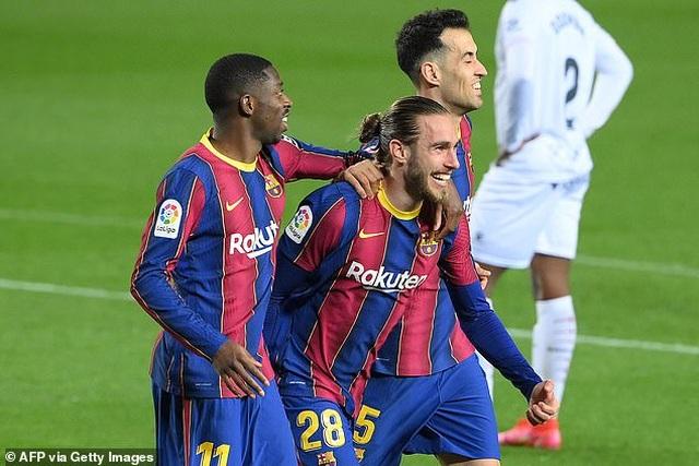 Messi lập cú đúp, Barcelona bám đuổi quyết liệt Atletico - 4