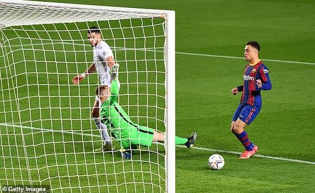 Messi lập cú đúp, Barcelona bám đuổi quyết liệt Atletico - 7