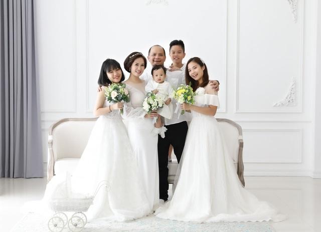 Cặp diễn viên nổi tiếng có 4 con chung từng nộp đơn ly hôn bất thành