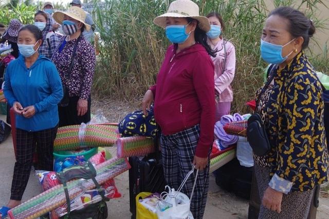 Hàng chục người xin vào khu cách ly chăm sóc các cháu bé về từ Hàn Quốc - 1