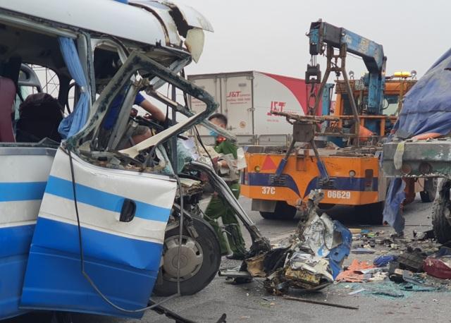Vụ tai nạn kinh hoàng ở Nghệ An: Thêm 1 người tử vong - 1