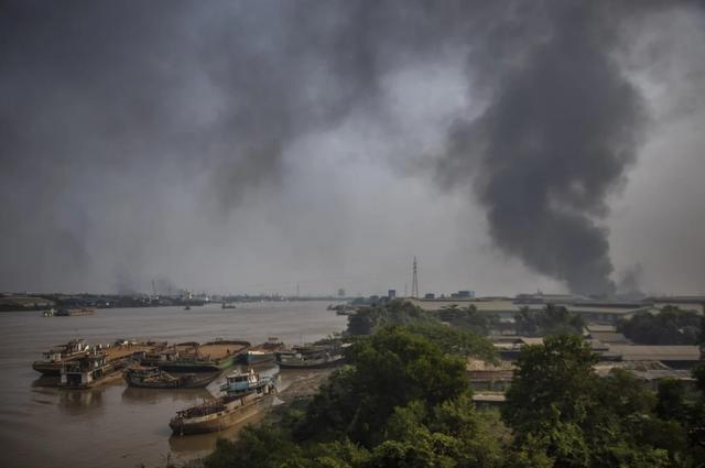 Trung Quốc lệnh doanh nghiệp sơ tán nhân viên khỏi chảo lửa Myanmar - 1