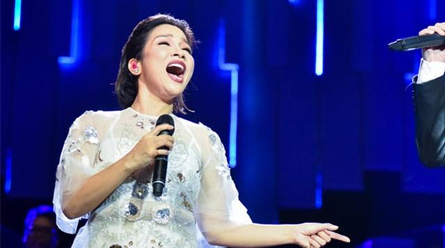 Diva Mỹ Linh nói gì khi bị chê sao hát mở mồm to thế, xấu quá? - 1