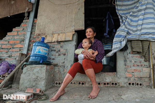 Nỗi đau của bà mẹ 14 con ở Hà Nội: Chồng mất, con đứa bệnh tật, đứa tù tội - 1