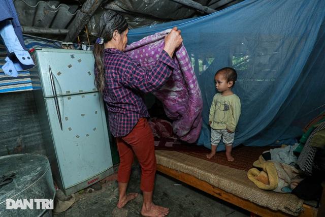 Nỗi đau của bà mẹ 14 con ở Hà Nội: Chồng mất, con đứa bệnh tật, đứa tù tội - 2