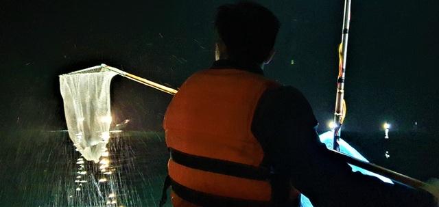Các mô hình đánh bắt hải sản ở cả tuyến lộng và xa bờ đem lại nhiều tiện ích cho cả ngư dân lẫn cơ quan quản lý. Thứ nhất, sẽ giảm cường lực tác động lên trữ lượng hải sản, giúp hải sản có thể tái tạo, phát triển. Thứ hai, đầu ra tiêu thụ hải sản sau khai thác sẽ dễ dàng hơn, tránh đầu nậu o ép giá. Khi trữ lượng hải sản đang ngày càng giảm thì vừa khai thác ở tuyến lộng vừa khai thác xa bờ là cách thức phù hợp tình thế. Sản xuất đa nghề, kiêm nghề của ngư dân giúp quá trình tái cơ cấu lại nghề cá được thuận lợi hơn.