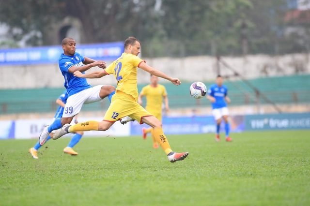 Văn Đức đá chính, SL Nghệ An lần đầu giành chiến thắng ở V-League 2021 - 1