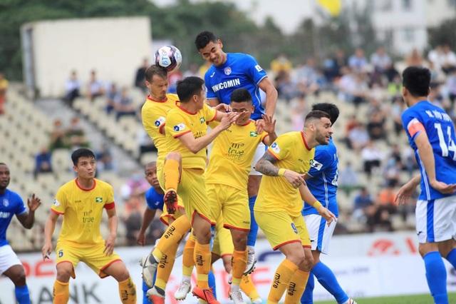 Văn Đức đá chính, SL Nghệ An lần đầu giành chiến thắng ở V-League 2021 - 2