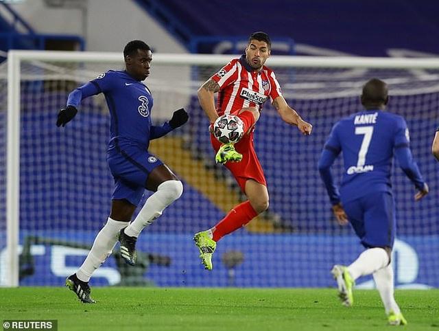 Luis Suarez thi đấu thảm họa trong ngày Atletico thua Chelsea - 1