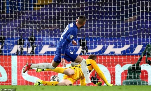 Luis Suarez thi đấu thảm họa trong ngày Atletico thua Chelsea - 6