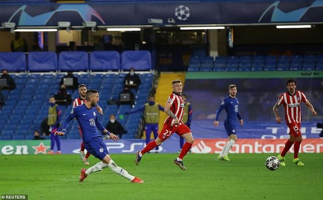 Luis Suarez thi đấu thảm họa trong ngày Atletico thua Chelsea - 5