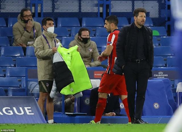 Luis Suarez thi đấu thảm họa trong ngày Atletico thua Chelsea - 2