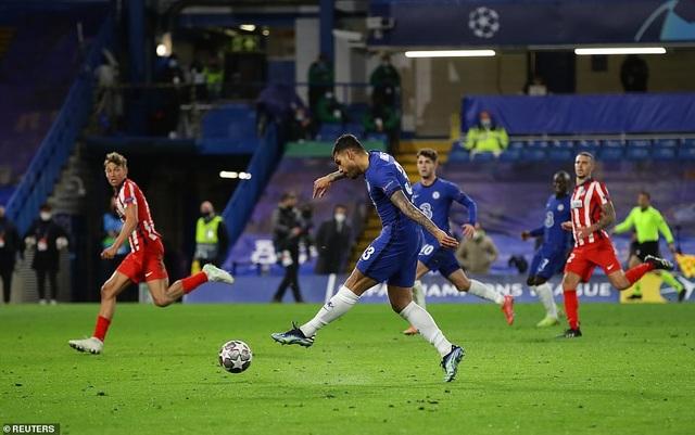 Luis Suarez thi đấu thảm họa trong ngày Atletico thua Chelsea - 9