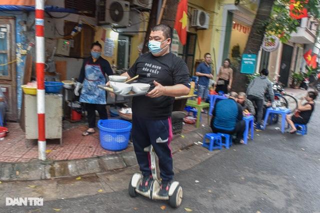 Quán phở Hà Nội ngày bán trăm bát nhờ màn giao hàng có một không hai - 3