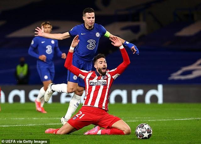 Công nghệ VAR làm ngơ giúp Chelsea thoát quả phạt đền trước Atletico - 2
