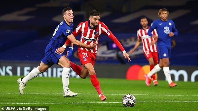 Công nghệ VAR làm ngơ giúp Chelsea thoát quả phạt đền trước Atletico - 1