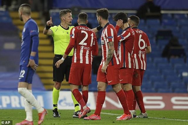 Công nghệ VAR làm ngơ giúp Chelsea thoát quả phạt đền trước Atletico - 3