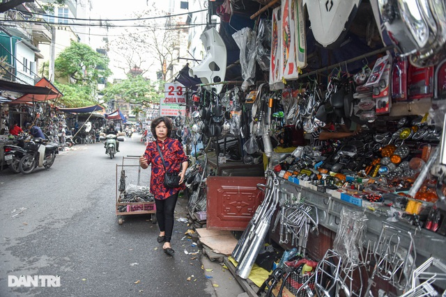 Khu chợ có cái tên độc, lạ bán đủ loại thượng vàng, hạ cám ở Hà Nội - 1