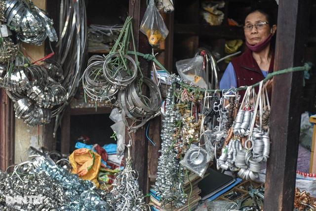 Khu chợ có cái tên độc, lạ bán đủ loại thượng vàng, hạ cám ở Hà Nội - 11