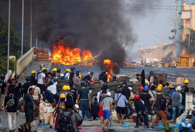 234 người chết, hơn 1.000 người Myanmar tháo chạy khỏi đất nước - 1