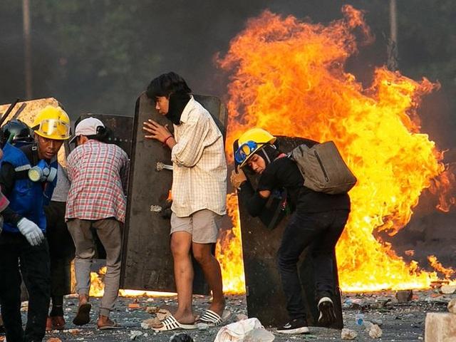 Người Trung Quốc ráo riết tháo chạy khỏi chảo lửa Myanmar - 1