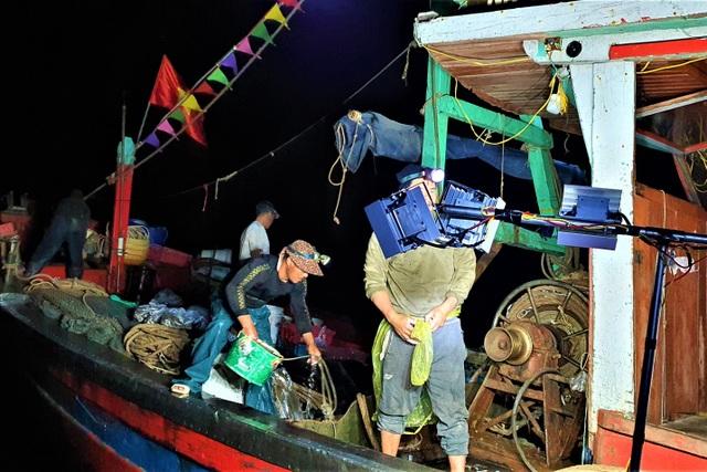 Thay vì chỉ chuyên tâm khai thác hải sản xa bờ với một nghề, ngư dân trên địa bàn huyện Quỳnh Lưu, Nghệ An đã chú trọng kết hợp các nghề vừa sản xuất xa bờ vừa sản xuất ở tuyến lộng, nâng cao giá trị kinh tế mang lại ở mỗi chuyến biển.jpeg