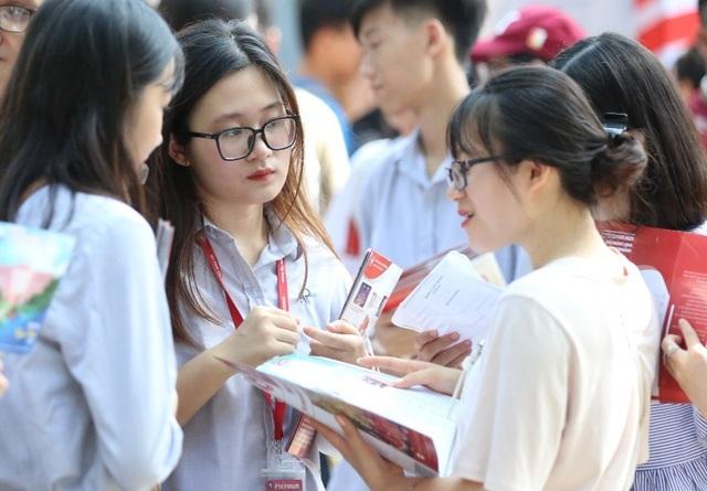 Thi lớp 10 Hà Nội: Học sinh được đổi khu vực, đăng ký tối đa 15 nguyện vọng - 1