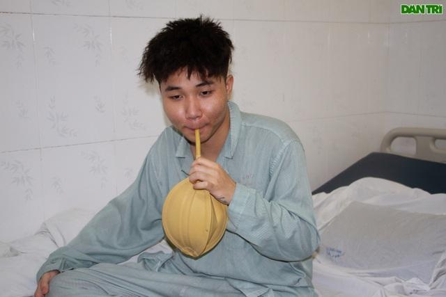 Hà Nội: Nam sinh 17 tuổi dũng cảm bắt cướp giúp bạn bị đâm rách phổi - 4