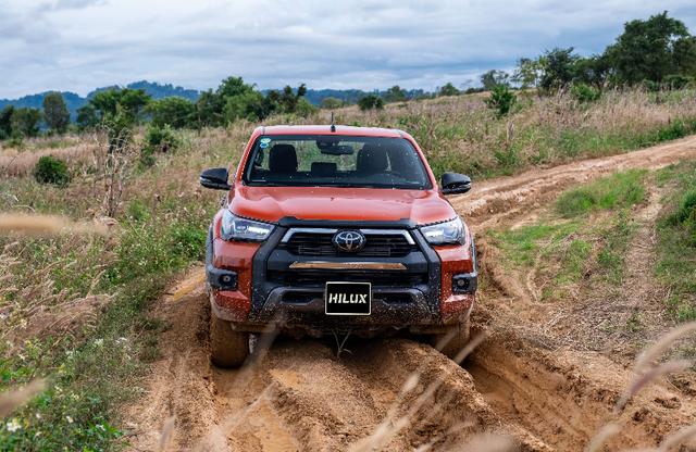 Toyota Hilux - xe bán tải khiến người Thái phát cuồng và khách Việt ngày càng chuộng - 1