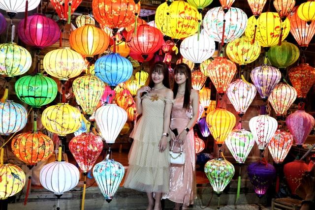 Hàng nghìn du khách đến Hội An đón ngày quốc tế hạnh phúc - 5