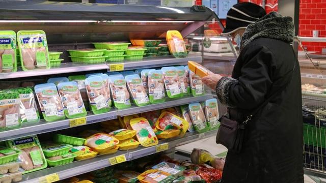 Người nghèo ở Nga sống chật vật vì giá thực phẩm tăng cao - 1