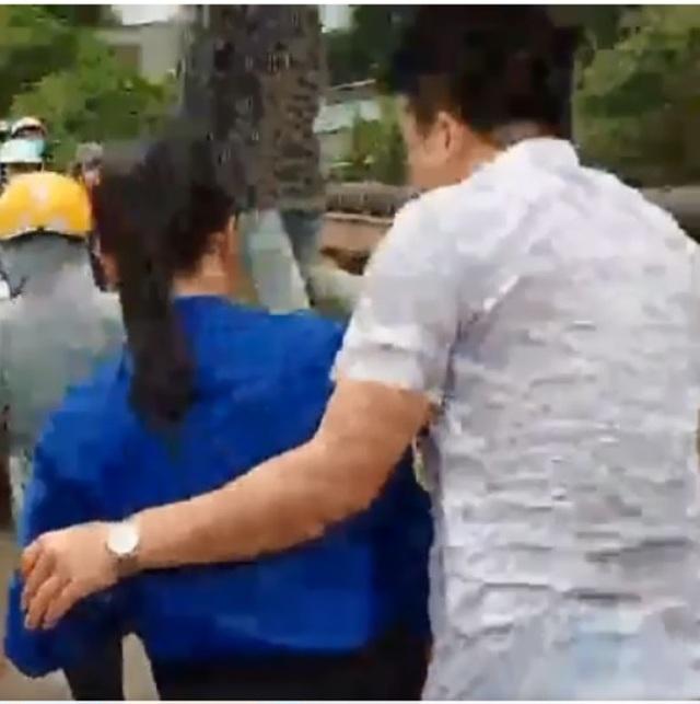 Tài xế taxi lao xuống sông cứu cô gái trẻ tự tử - 1
