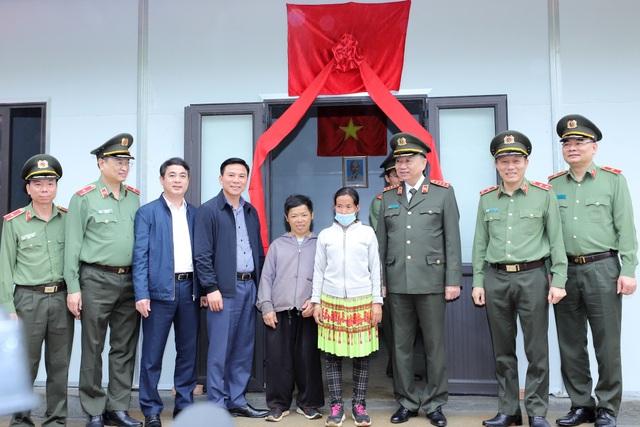 Bộ trưởng Tô Lâm trao tặng nhà cho người nghèo vùng cao Thanh Hóa - 1