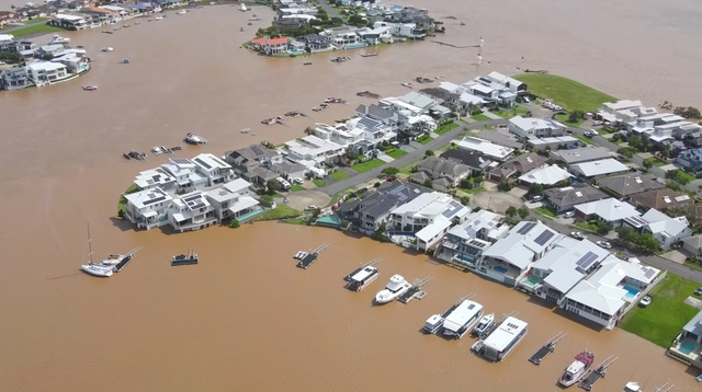 Nhà bị cuốn trôi trong trận lũ lụt trăm năm có một ở Australia - 5
