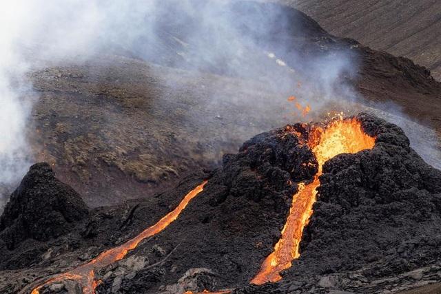 Núi lửa Iceland tỉnh giấc sau 6.000 năm, phun trào dữ dội - 4