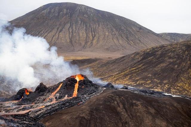 Núi lửa Iceland tỉnh giấc sau 6.000 năm, phun trào dữ dội - 5