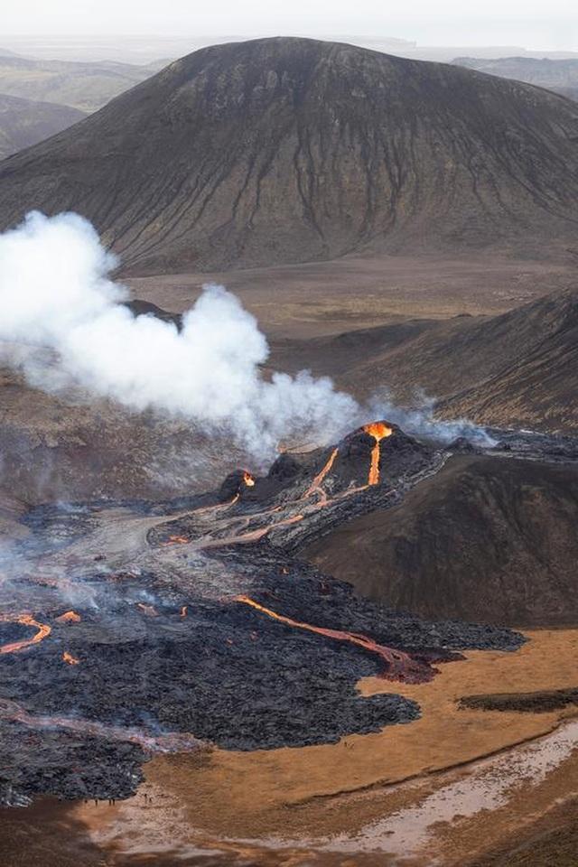Núi lửa Iceland tỉnh giấc sau 6.000 năm, phun trào dữ dội - 6