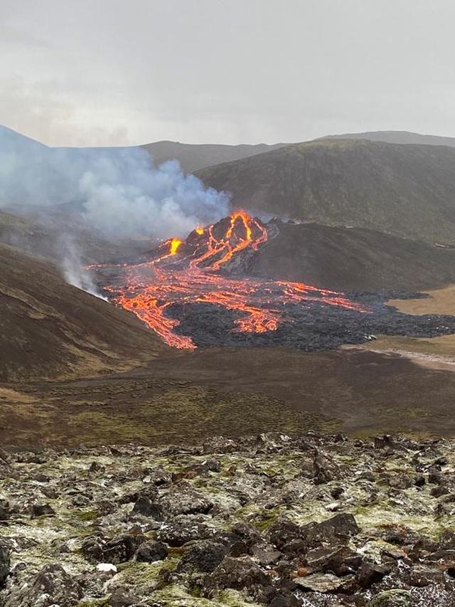 Núi lửa Iceland tỉnh giấc sau 6.000 năm, phun trào dữ dội - 7