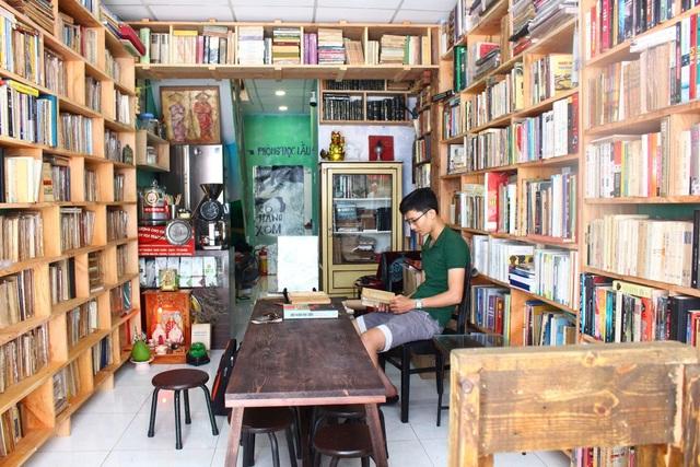 Uống cà phê trả tiền bằng sách độc lạ ở Sài Gòn - 4